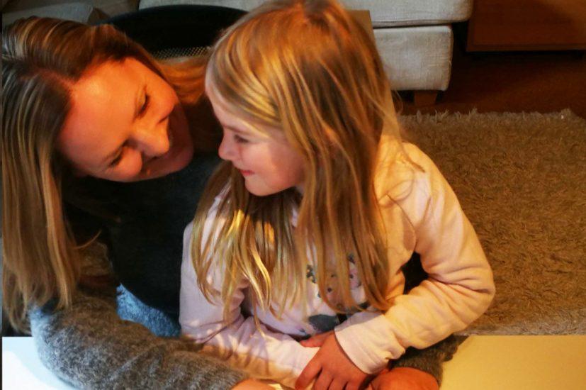 Bilde av Christina med datteren Marie, fotokred til Victoria Kjær Seime