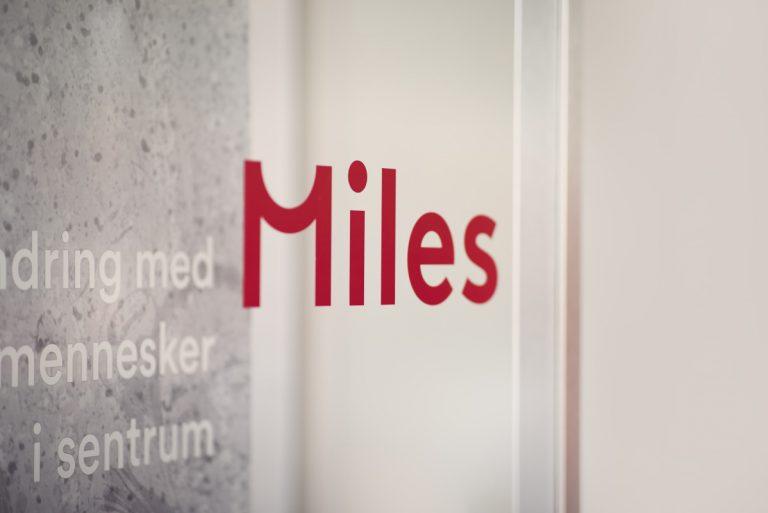 Miles logo på kontoret ved Bislett