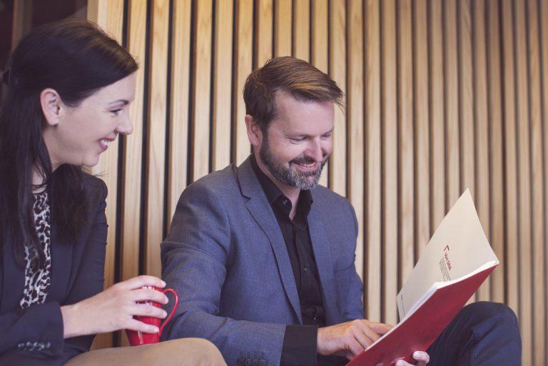 Daglig tjener Thomas Bærheim og forretningsutvikler Hildegunn Hagen i Stavanger