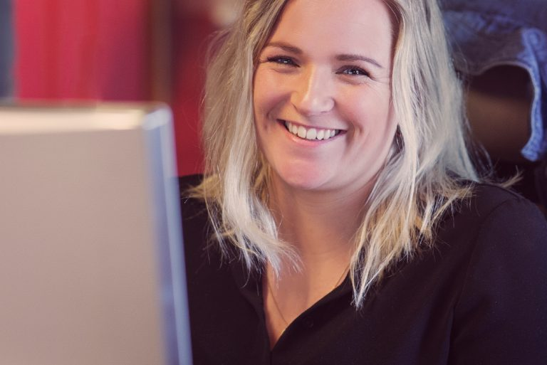 UX-designer Kamilla Davidsen ved Miles Stavanger