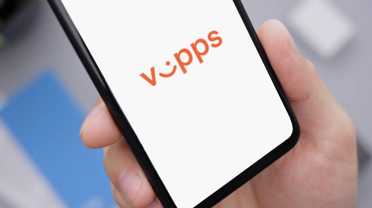Illustrasjonsbilde av mobiltelefon med Vipps skjermbilde