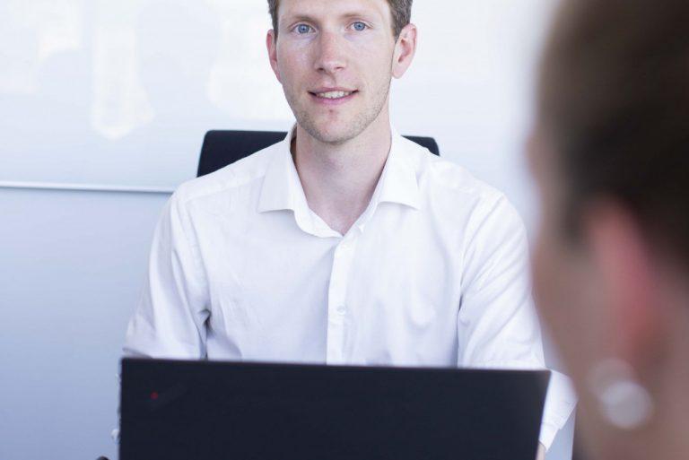 Utvikler Daniel på møtet i Miles Oslos lokaler